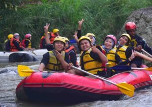 rafting di sungai cisadane bogor