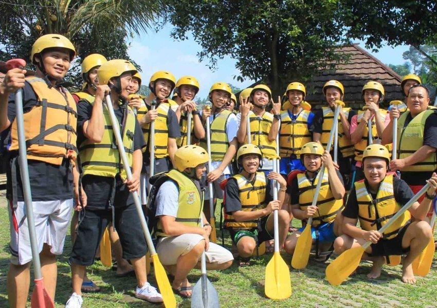 peralatan dan perlengkapan rafting