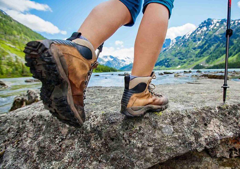sepatu gunung untuk camping, trekking dan hiking